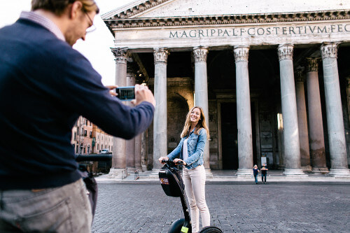 The Pantheon - there is always time to take pictures on our tours.