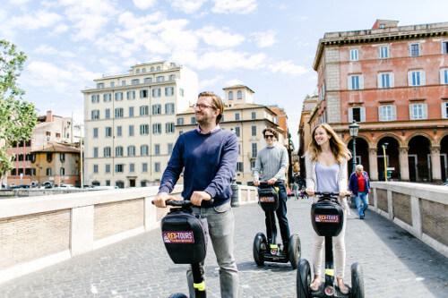 Glide oder the Brigde Ponte Sisto on the Trastevere Tour
