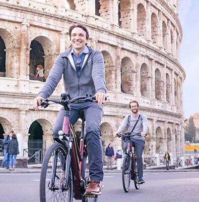 Rom City E Bike vor dem Kolosseum